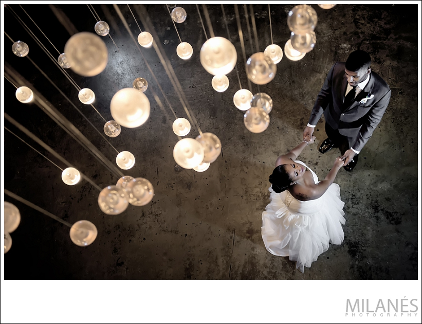 wedding_bride_groom_dance_lighting_modern_creative
