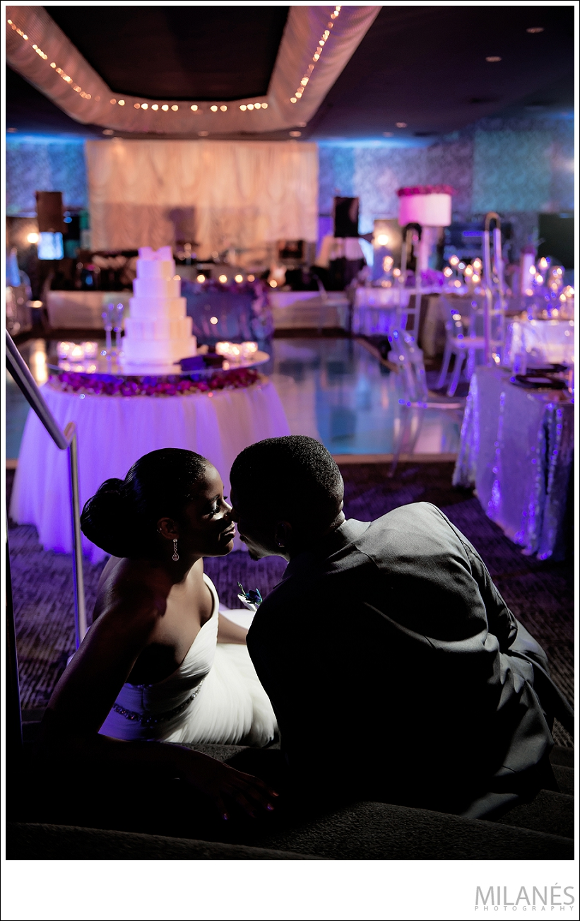 wedding_bride_groom_portrait_kiss_reception